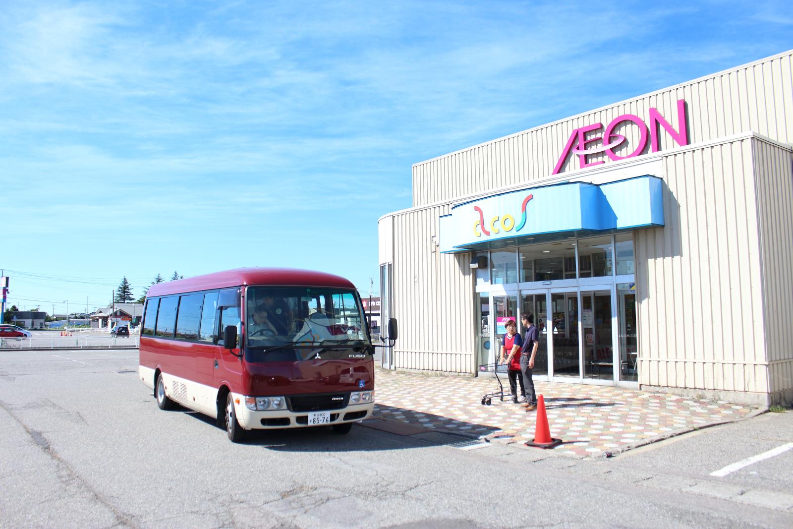 外出用の施設バス