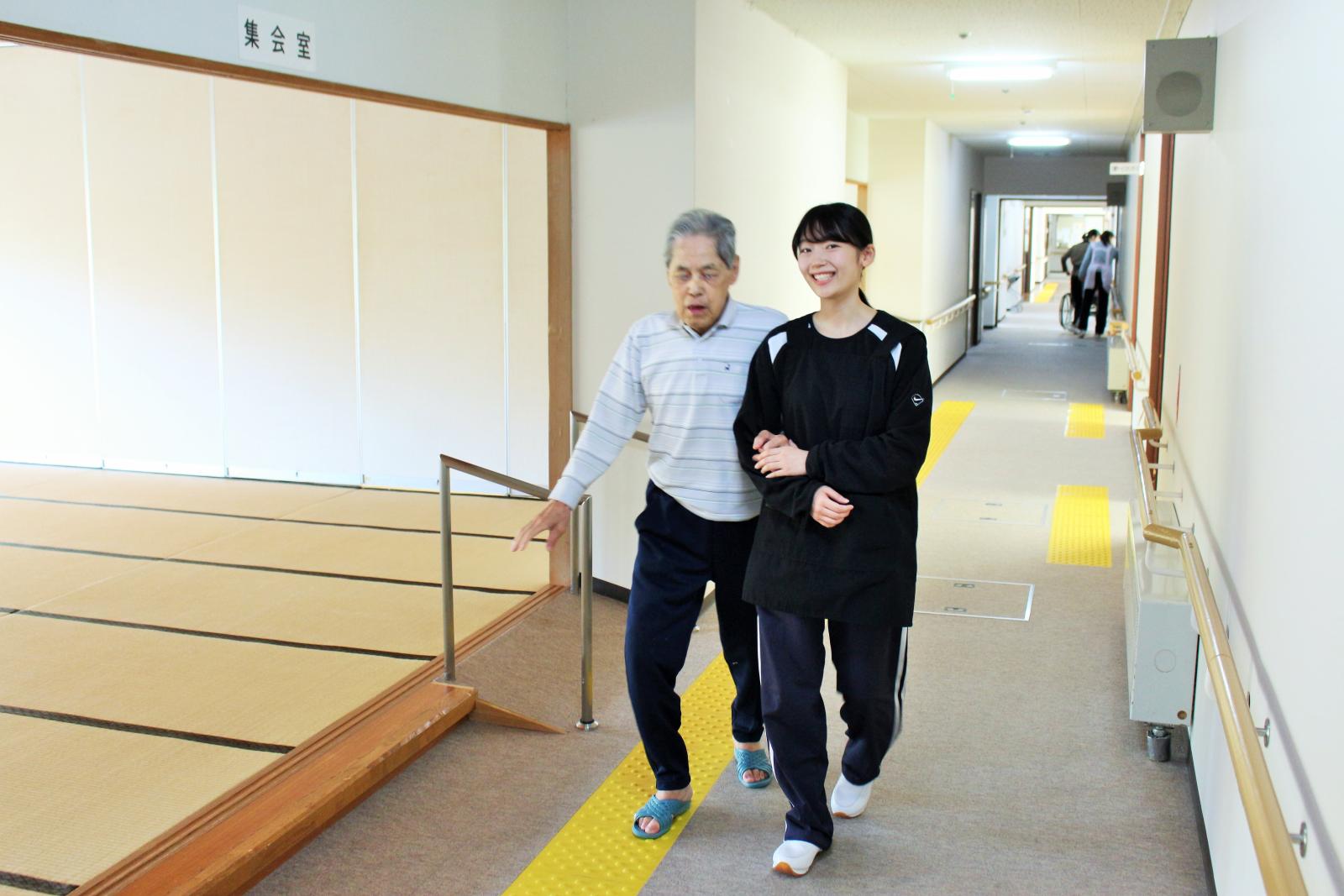 移動支援する学生