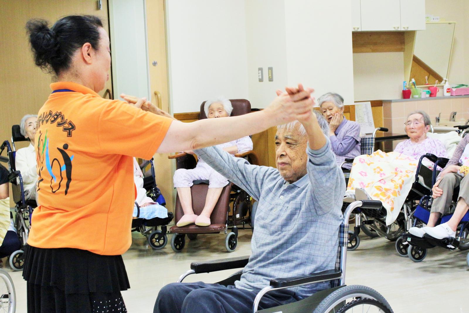 車椅子レクダンス交流会